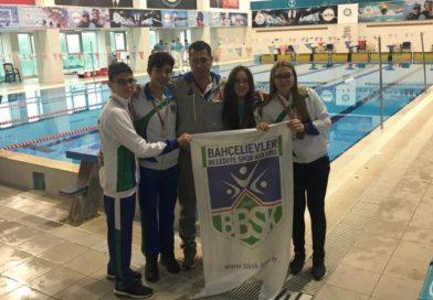 Yüzmede Madalyaları Topladık